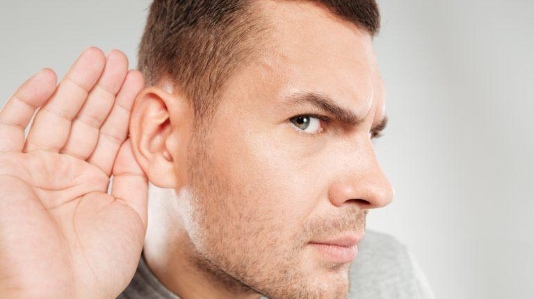 mala adaptación a los audífonos