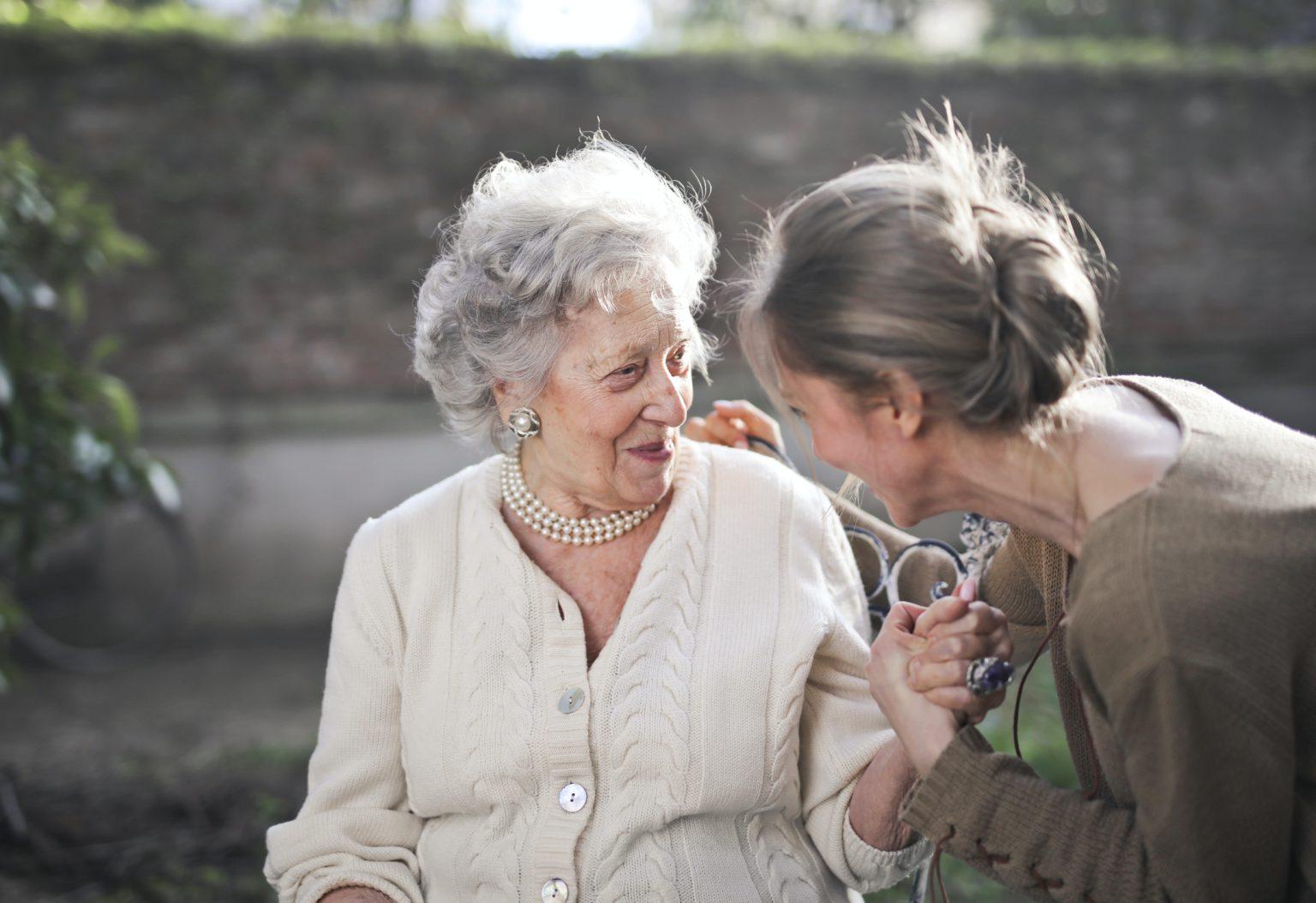 mayores con hipoacusia